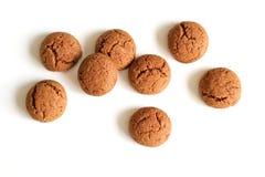 Kruidnoten per Sinterklaas, un biscotto olandese del pan di zenzero di festa su un fondo bianco Immagine Stock Libera da Diritti