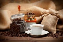Kruik van koffie en koffiekop Stock Foto's