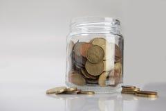 Kruik van muntstukken Stock Foto's