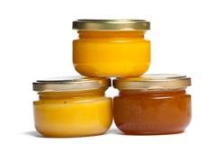 Kruiken honing. Stock Afbeeldingen