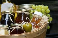 Kruiken jam met vruchten Royalty-vrije Stock Foto