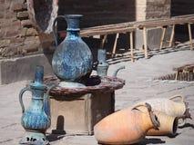 Kruiken, schepen en traditionele werktuigen Stock Afbeelding