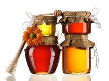 Kruiken van honing en dipper Stock Afbeelding