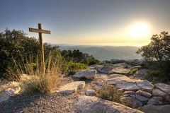 Kruis bij de bovenkant van de berg Royalty-vrije Stock Afbeelding