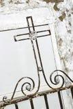 Kruis bij een graf Royalty-vrije Stock Foto's