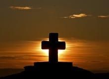Kruis bij zonsondergang Stock Foto's