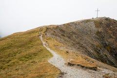 Kruis bovenop de berg in Oostenrijk Stock Afbeeldingen