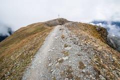 Kruis bovenop de berg in Oostenrijk Royalty-vrije Stock Fotografie