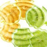 Kruis citrusvruchten onder water Stock Fotografie