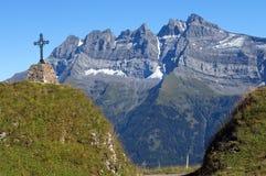 Kruis in de Alpen Zwitserland Stock Afbeelding