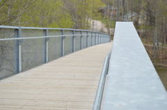 Kruis de rivier op een brug Royalty-vrije Stock Foto