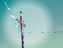 Kruis en vlaggen stock foto