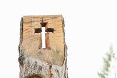 Kruis in houten boomstam Royalty-vrije Stock Foto