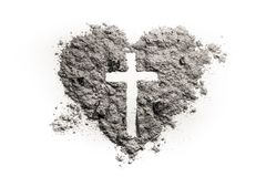 Kruis of kruisbeeld in hartsymbool van as wordt gemaakt die Royalty-vrije Stock Afbeeldingen
