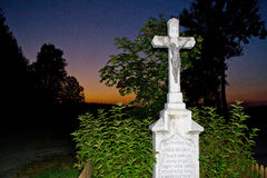 Kruis met Jesus bij zonsondergang Stock Afbeeldingen