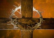 Kruis met kroon van doornen Stock Afbeelding