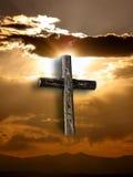 Kruis met Zon en Wolken Royalty-vrije Stock Foto's
