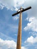 Kruis onder blauwe hemel Stock Afbeeldingen