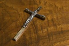 Kruis op Antiek Hout Stock Afbeelding