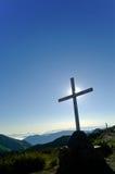 Kruis op bergbovenkant Stock Foto
