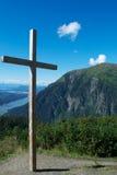 Kruis op Bergtop stock afbeeldingen