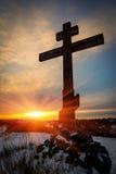 Kruis op de achtergrond van de zonsonderganghemel Royalty-vrije Stock Afbeelding