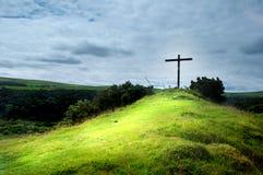 Kruis op een heuvel Stock Foto's