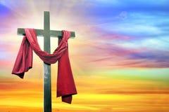 Kruis op hemelachtergrond Stock Foto's