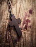 Kruis op houten achtergrond Royalty-vrije Stock Foto's