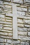 Kruis op SteenBakstenen muur stock foto
