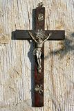 Kruis op uitstekende achtergrond Stock Foto