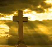 Kruis over bewolkte hemel Stock Foto's