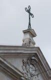 Kruis over een kathedraal in Lissabon, Portugal royalty-vrije stock fotografie