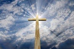 Kruis tegen de hemel Stock Foto's