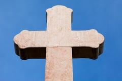 Kruis tegen hemel Stock Foto's
