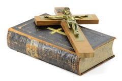 Kruisbeeld en bijbel royalty-vrije stock foto