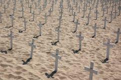 Kruisen op het strand Royalty-vrije Stock Afbeeldingen