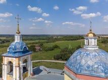 Kruisen van landelijke Orthodoxe kerk van de 19de eeuw in Rusland stock foto's