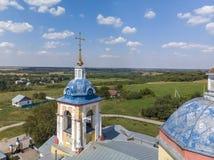 Kruisen van landelijke Orthodoxe kerk van de 19de eeuw in Rusland royalty-vrije stock fotografie