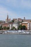 Kruiserschip op de rivier van Donau Royalty-vrije Stock Afbeeldingen