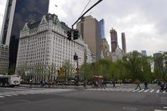 Kruising tussen centraal park en vijfde straat in New York Stock Afbeelding
