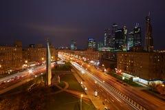 Kruising van Kutuzov-Weg en Grote Dorogomilovskaya-straat Stock Foto