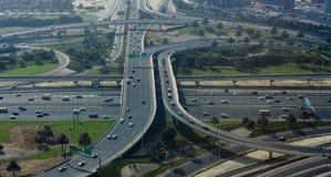 Kruising van wegen in de stad van Doubai, Verenigde Arabische Emiraten stock afbeelding