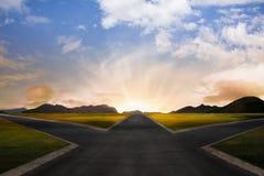 Kruispunt bij dageraad in landelijk landschap Royalty-vrije Stock Afbeeldingen