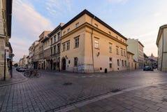 Kruispunten in oud Krakau in de vroege ochtend stock fotografie