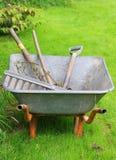 Kruiwagen met hulpmiddelen Royalty-vrije Stock Afbeelding