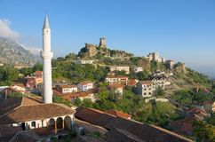Kruja村庄和斯甘德伯城堡,阿尔巴尼亚 库存照片
