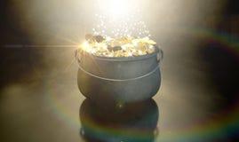 Kruka av guld Royaltyfri Fotografi