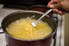 Kruka av spagetti Arkivbild