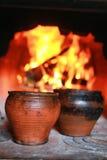 Kruka i ugnen med mat ugnsgaffeln Fotografering för Bildbyråer
